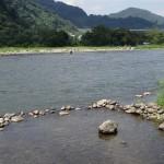 上大島キャンプ場 清流に子供用の浅瀬