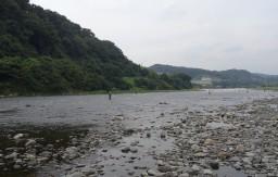 高田橋河川敷 釣り人もたくさん利用します。