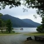 場内の湖畔